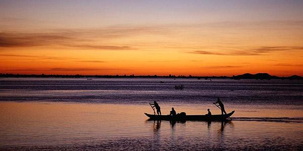Tonle Sap at sunset   tuttocambogia.com