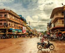 Banlung la rossa, una città sempre meno remota