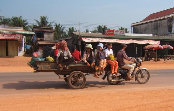 In motoretta da Pol Pot
